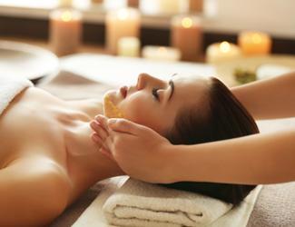 Relaxing facial treatment