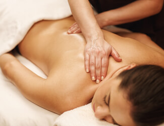 Relaxing massage with oils